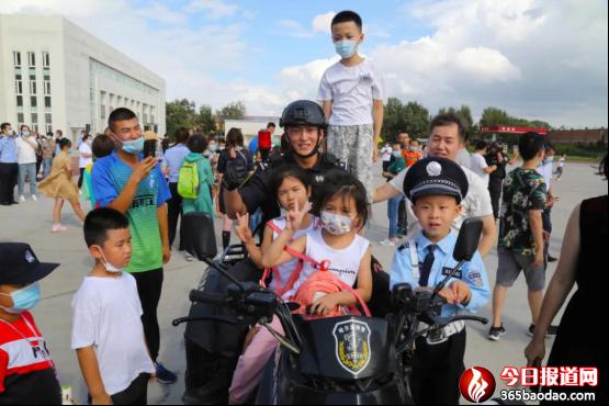 巡特警支队组织开展向人民报告暨警营开放日活动689.png