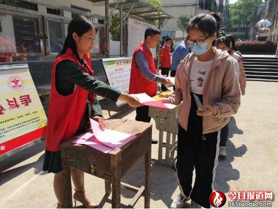 """湖南省衡南县开展""""健康人生,绿色无毒""""禁毒宣传教育进校园和爱路护路宣传活动"""