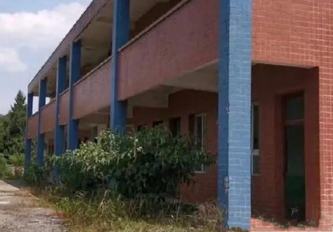 古天乐捐献的小学荒废多年杂草丛生?当地回应