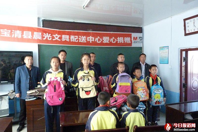 黑龙江宝清县民营企业爱心捐助革命老区夹信子镇贫困学生