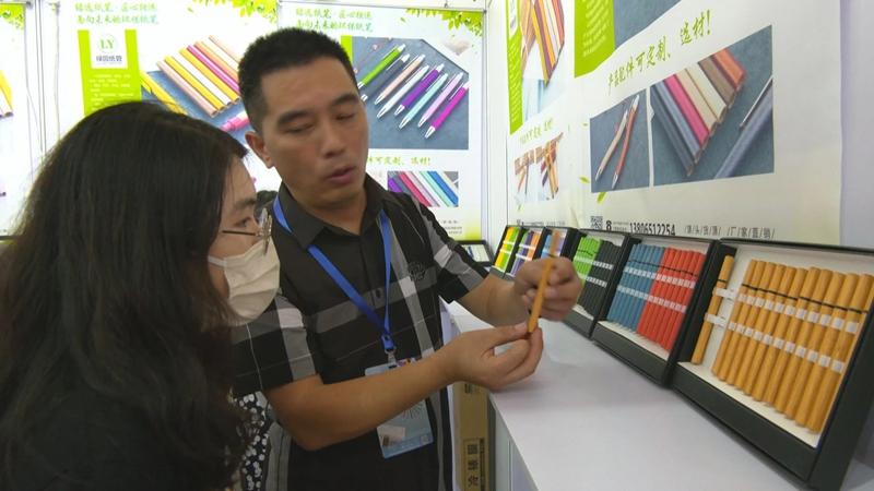 纸筒做笔 环保潮流 个性定制 桐庐制笔企业惊艳中国笔业博览会