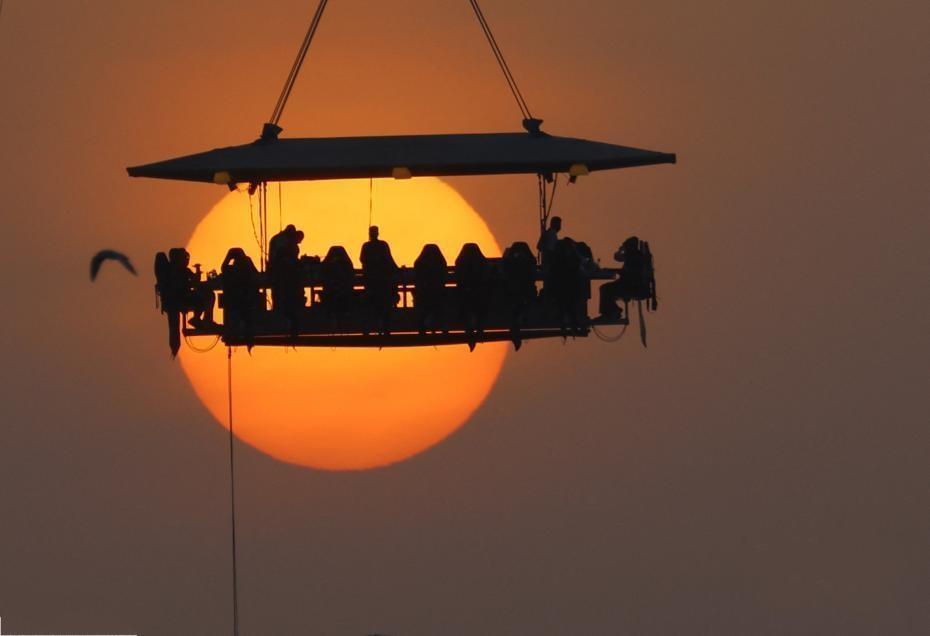 """阿联酋高空餐厅 坐在50米空中与夕阳""""亲密接触"""""""