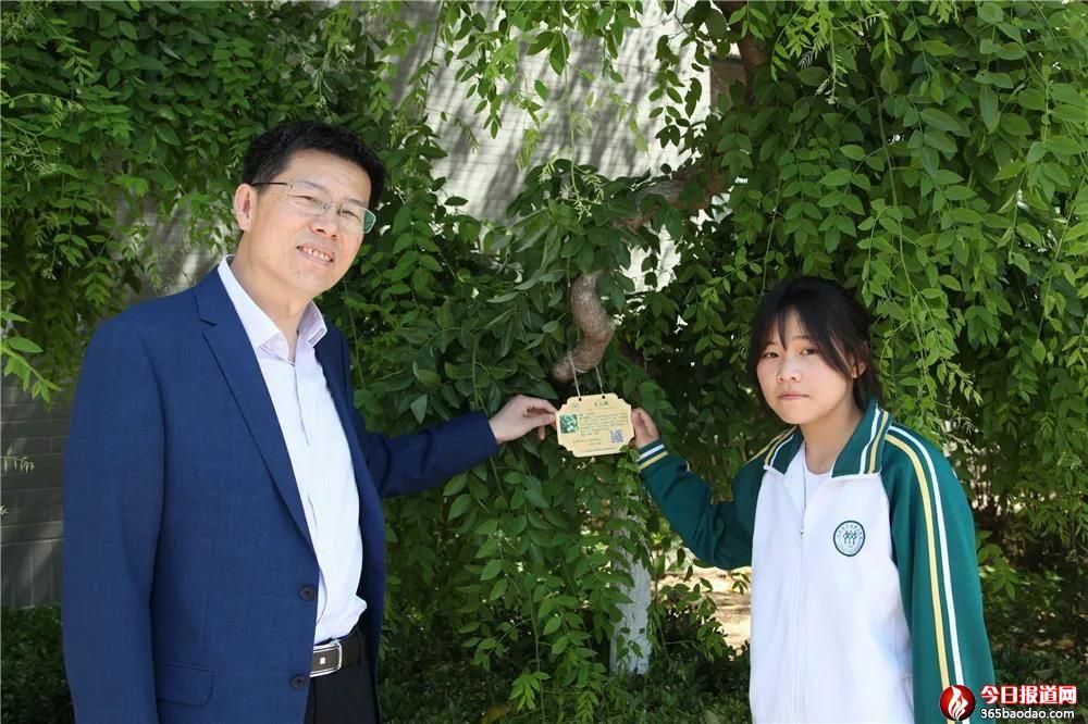 """校园植物有了""""身份证"""""""