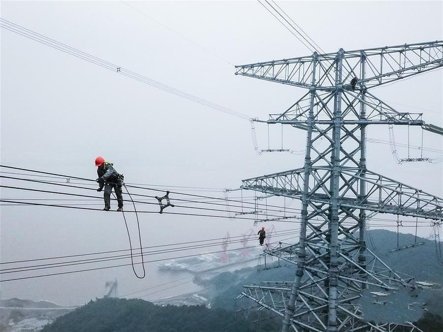浙江舟山500千伏跨海输电线路开展首次检修