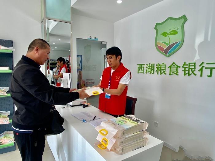 """探杭州街头的""""粮食银行"""":让余粮发挥余热"""