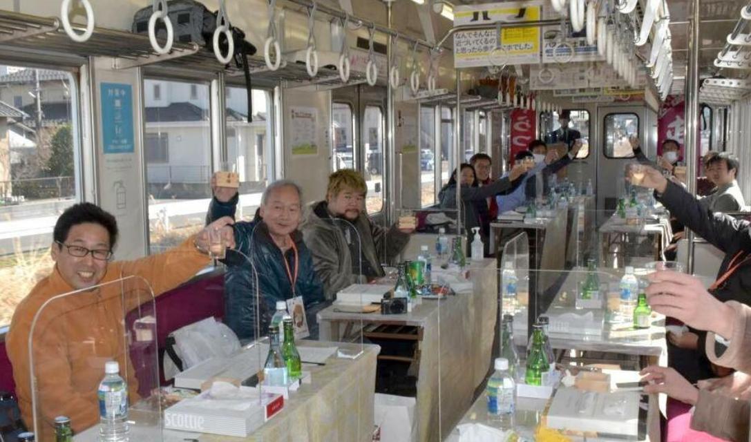 """坐着火车唱着歌:日本推出""""日本酒列车"""" 美食美景两不误"""