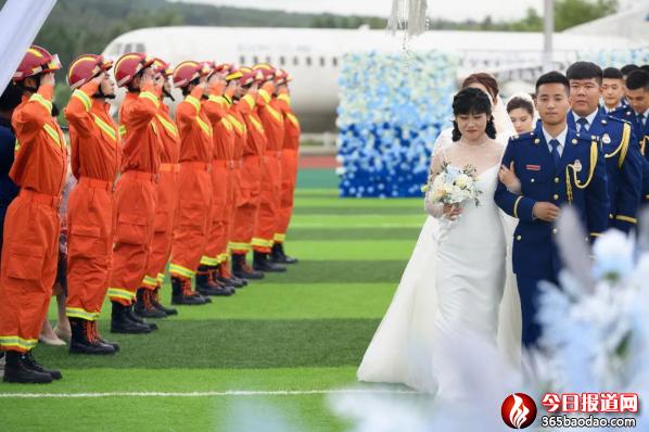 蓝焰白纱,执手不离--哈尔滨市消防救援支队隆重举行指战员集体婚礼