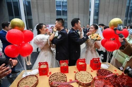 恭喜!他们,终于结婚了! 撒贝宁主持婚礼