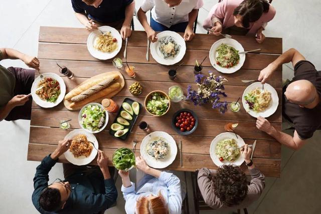 隔夜菜会致癌、饭后喝酸奶促消化……这6个饮食误区坑了太多人