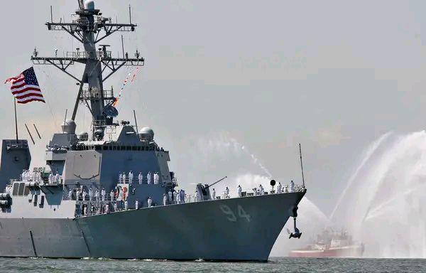 """美军驱逐舰由南向北通过台湾海峡,台军方宣称""""全程掌握"""""""