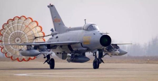 美媒:中印边境摩擦后,中国西部战区一些部队直接从歼-7换装歼-16