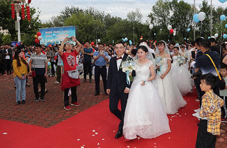 航天战线200对新人中秋举行集体婚礼