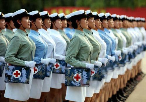 每年都有十几万女兵入伍,但很少看到她们退役,她们去哪了