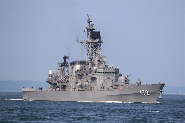 日本5900吨驱逐舰与中国渔船相撞!驱逐舰撞出一米长损伤,无人员伤亡