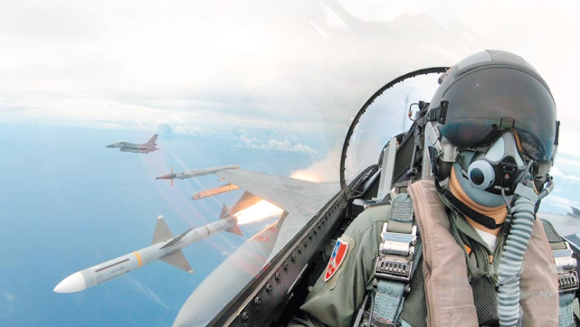 台媒曝:台军禁止飞行员对解放军战机开第一枪,否则法办