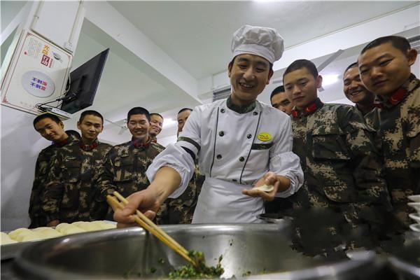 新春走军营|包饺子、写家书 大山深处年味浓(组图)
