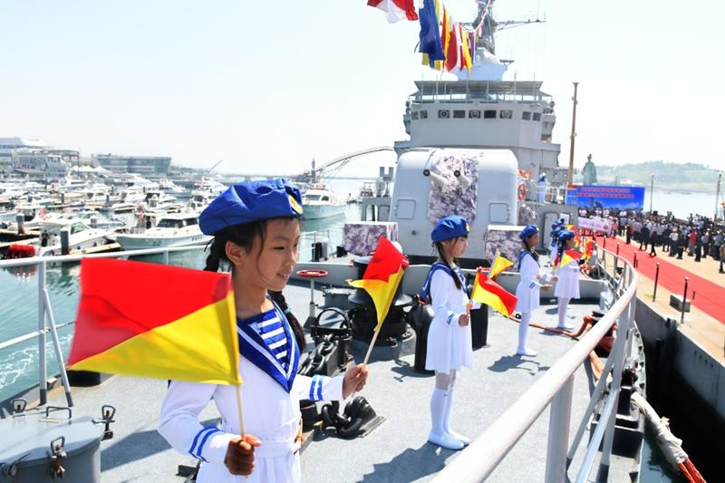 退役舰艇落户青岛 开展爱国主义教育