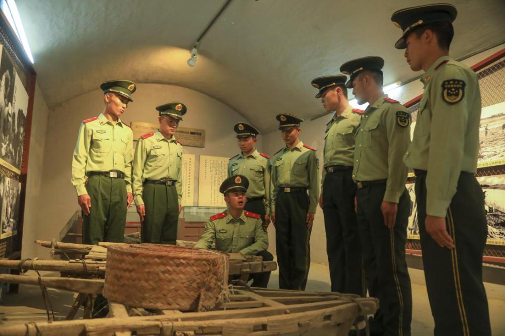 武警第一机动总队某支队活用红色文物 开展党史教育
