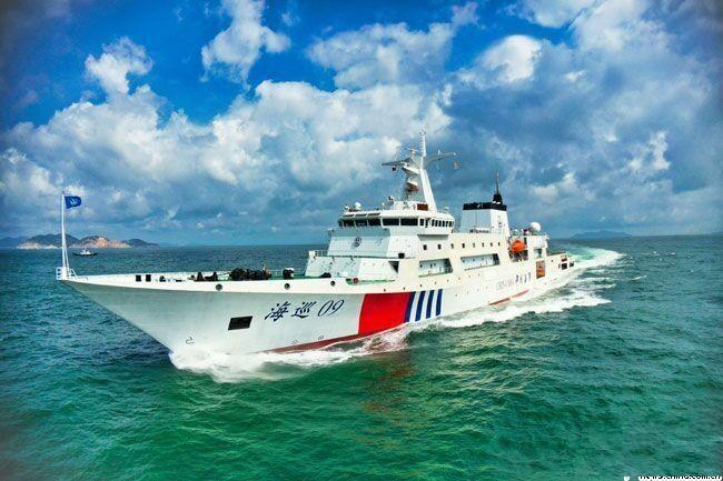 """中国首艘万吨级海事巡逻船""""海巡09""""轮列编"""
