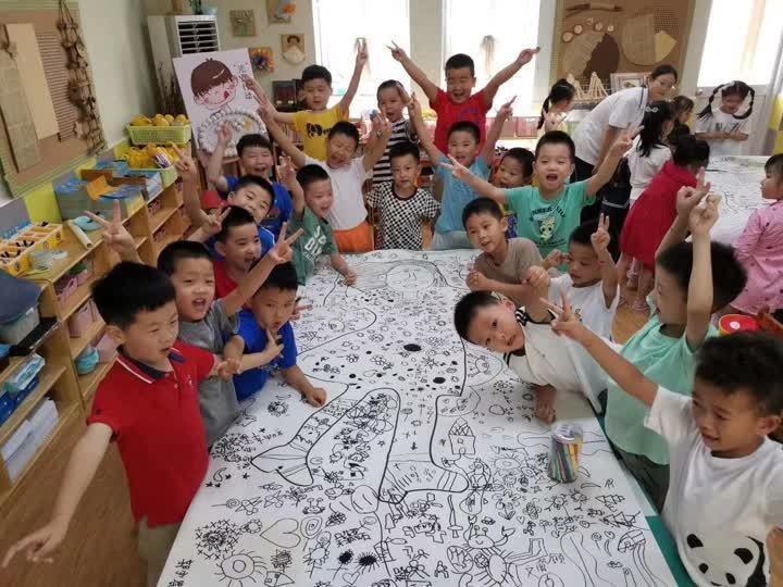 暖心!临近教师节,扬州这所幼儿园的孩子们为老师送上手绘长卷