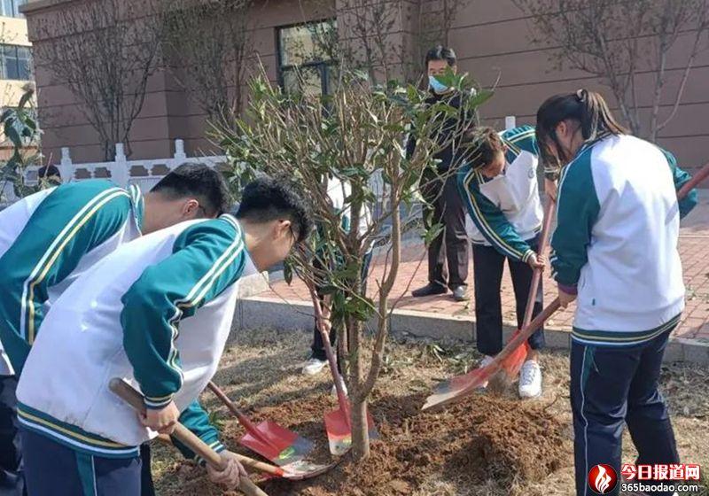 济南三中开展植树节园艺师职业体验与志愿服务活动