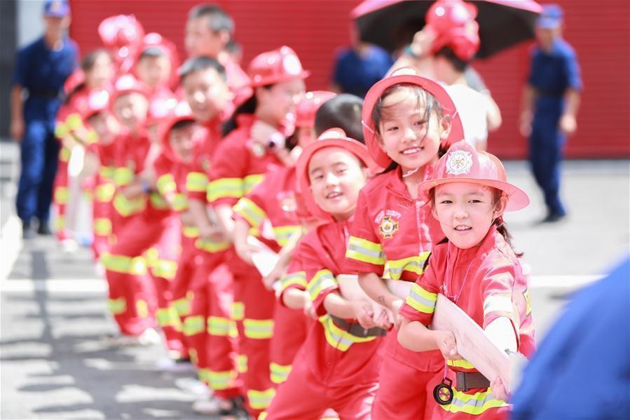 贵州毕节:消防队里过暑假