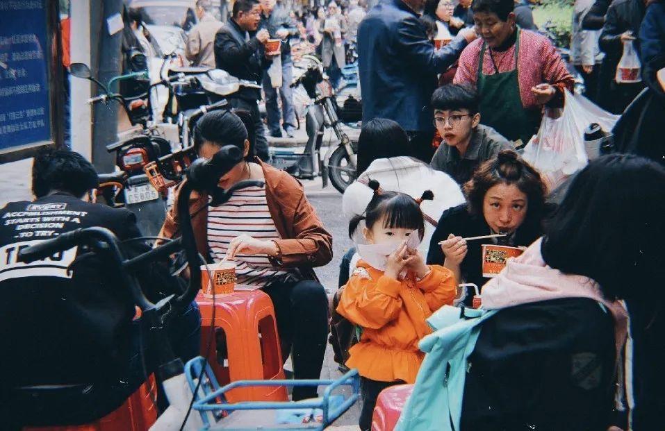 春天来了,我很想念武汉的烟火气 | 56张图片背后的武汉记忆