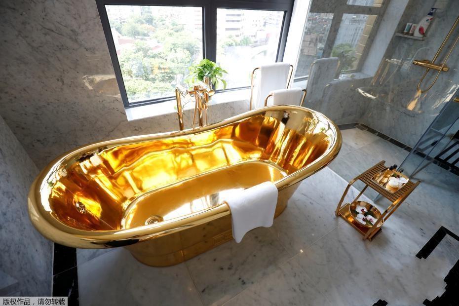 """""""黄金酒店""""在越南河内开张 大小设施全镀金"""