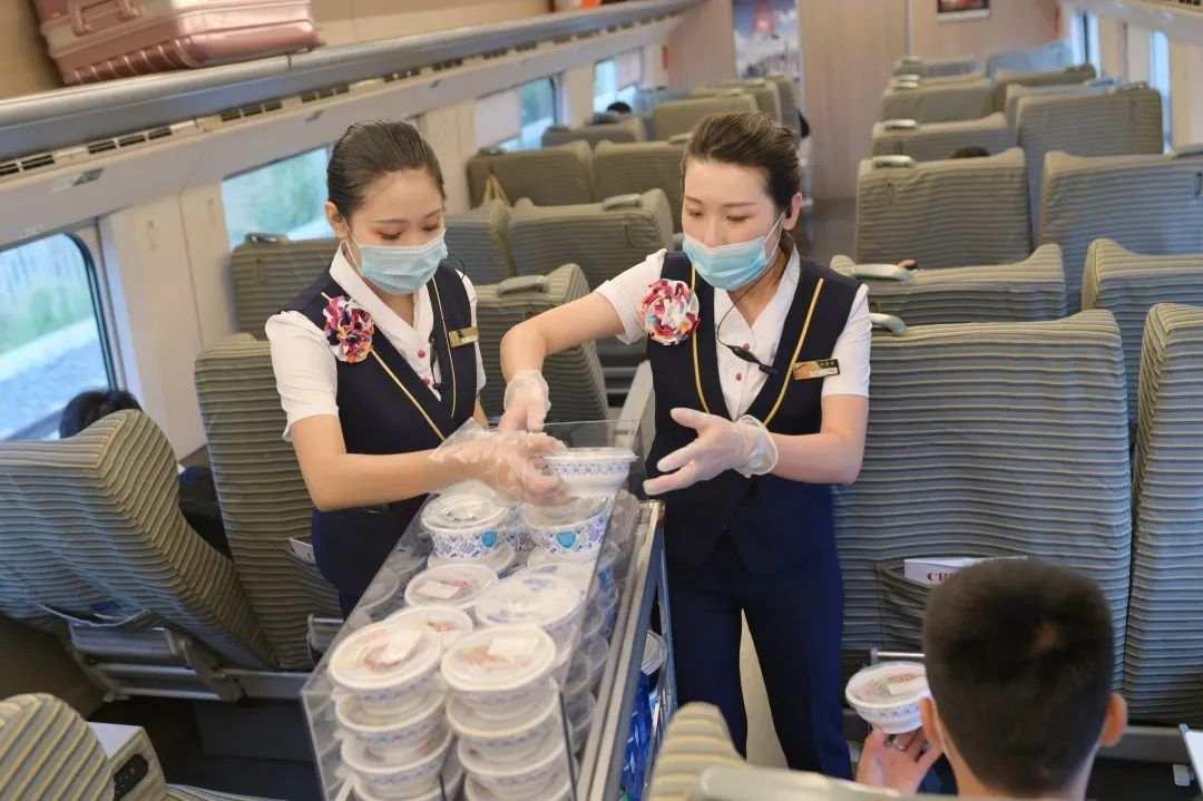 拒绝浪费!南昌高铁推出青花瓷小碗菜