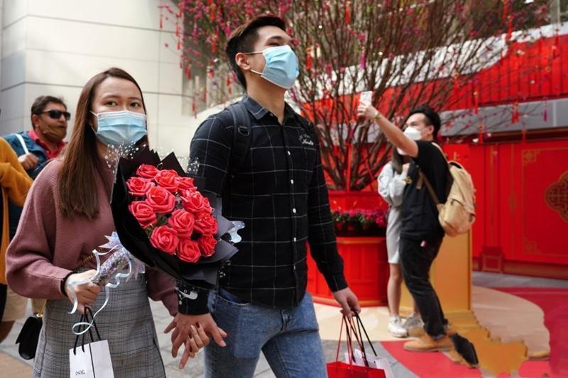 新春假期遇见情人节 香港情侣共度浪漫节日
