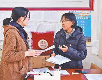 云南丽江华坪女子高中党支部书记、校长张桂梅――爱让梦想飞越大山