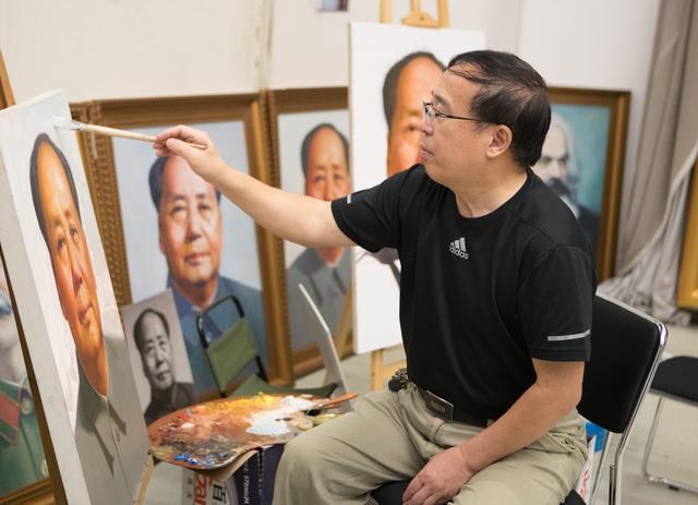 天安门主席像画师王国栋去世,曾将17套房产作为党费上交,三居室机会让人,自己居于陋室