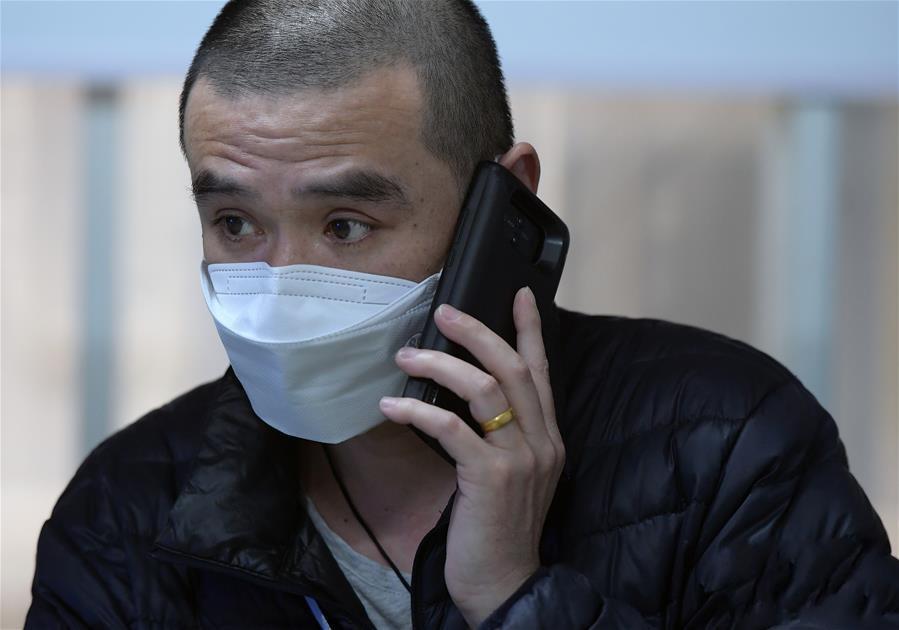 """奔忙在武汉雷神山医院的""""摆渡人"""""""