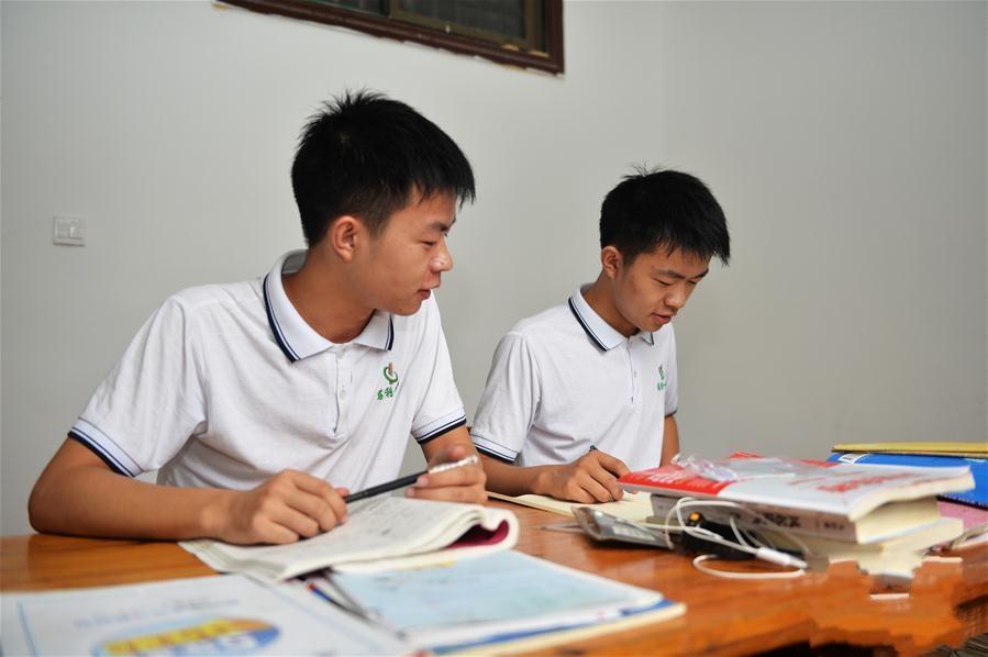 湖南张家界:考上清华北大的双胞胎