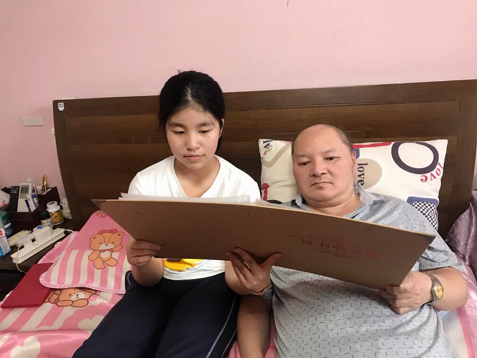 """""""最美孝心少年"""",12岁勇挑家庭的重担"""