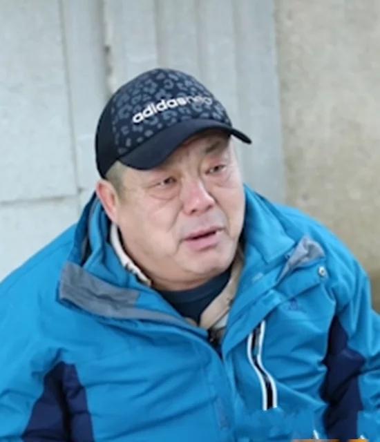 """烟台63岁手工艺人英语说得""""特别溜""""吸粉82万!他透露秘籍就是这块小黑板"""