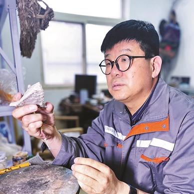 吴德寅:从化工厂走出来的工美大师