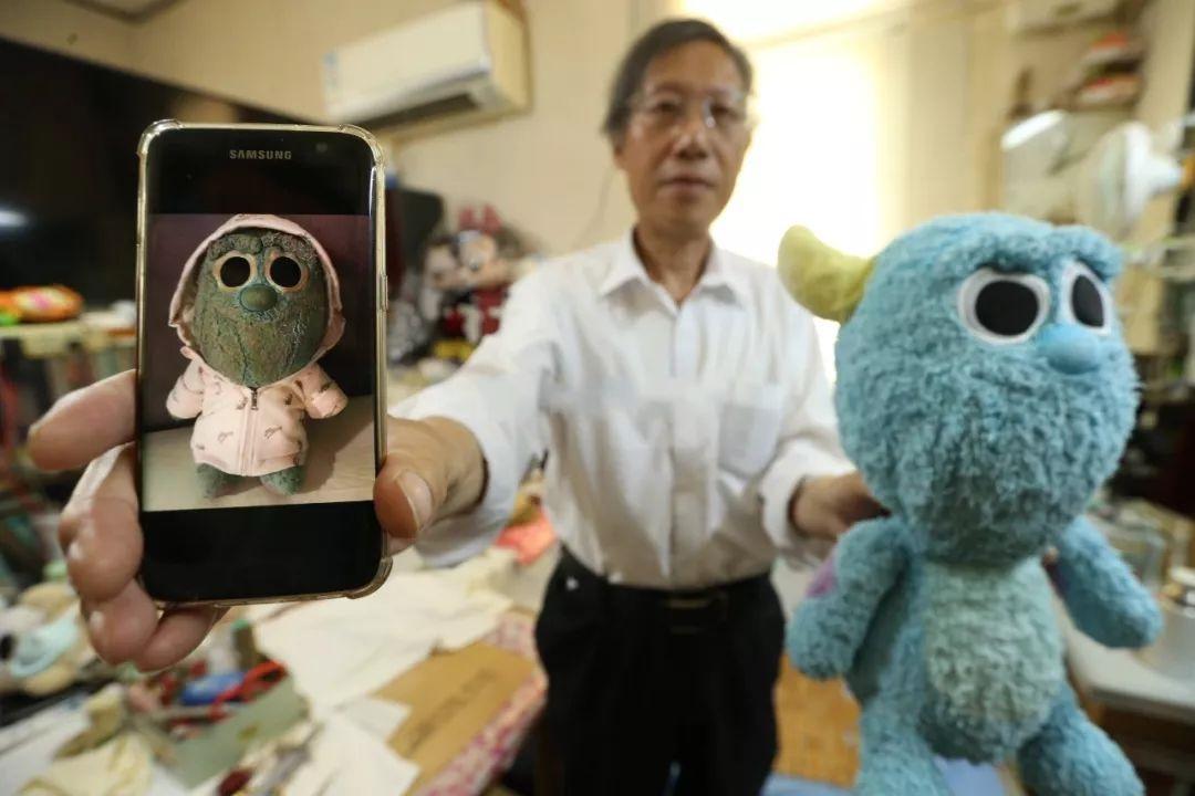 72岁玩偶修补师,修补娃娃,也是修补回忆