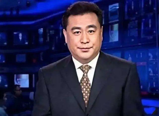 """退隐多年的央视主持张宏民,因""""未婚未育""""被推到了风口浪尖"""