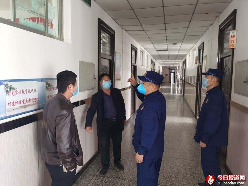 甘肃靖远县消防救援大队开展学校消防安全检查为复学复课保驾护航