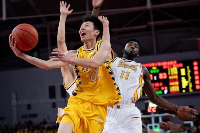 中国篮球危中有机!姚明深夜亮相,透露不少好消息