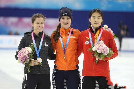 上海超级杯短道速滑1000米中国新秀摘银夺铜