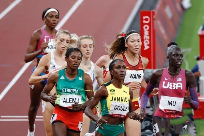 中国女子中长跑再创历史 王春雨800米获第五