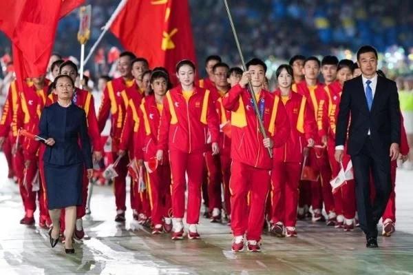 第十四届全运会西安开幕 杨倩点燃主火炬