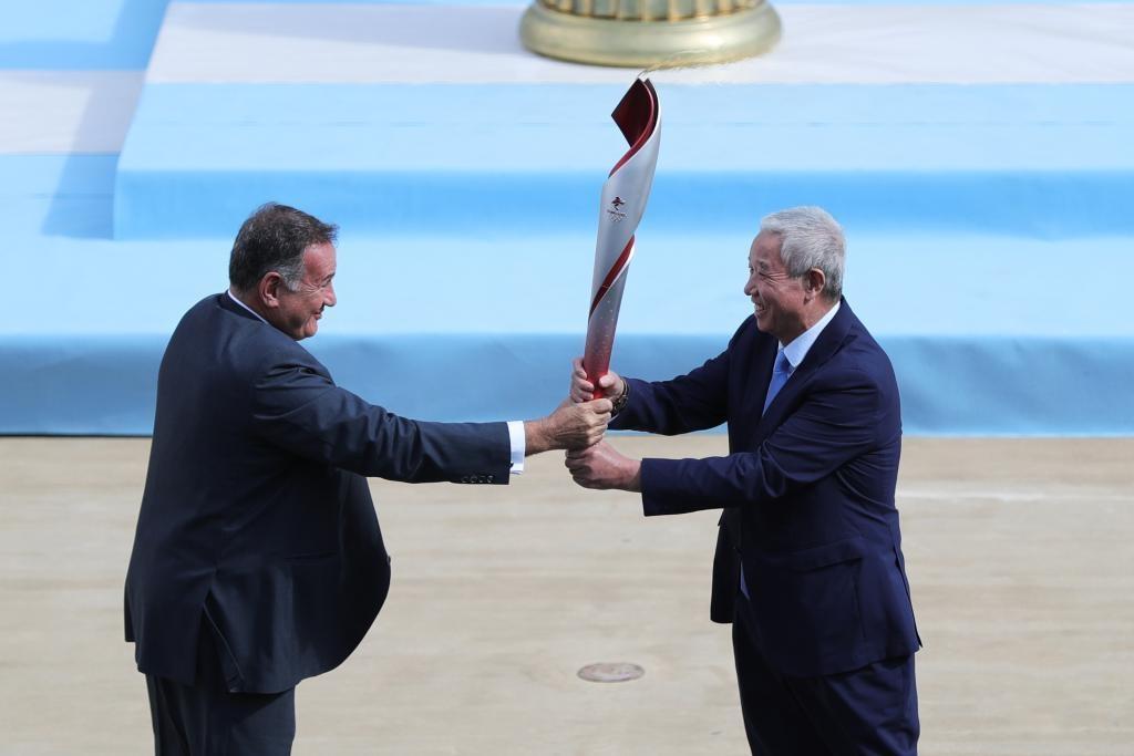 北京冬奥会火种完成交接 奥运火种即将再次来到中国