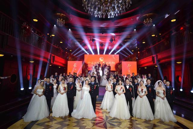 """武汉举行""""2019汉警集体婚礼""""41对新人喜结良缘"""