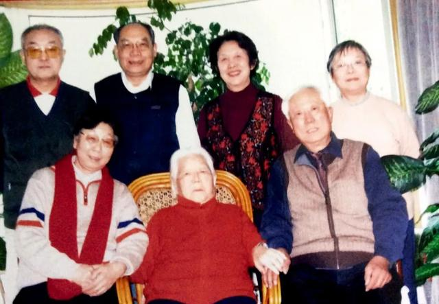 """李力群百岁辞世:她是众多红二代心中永远的""""李校长"""""""