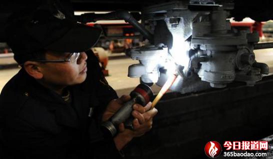 生命的光芒――追记铁道部十四局青年工程师、模范共产党员崔玉福