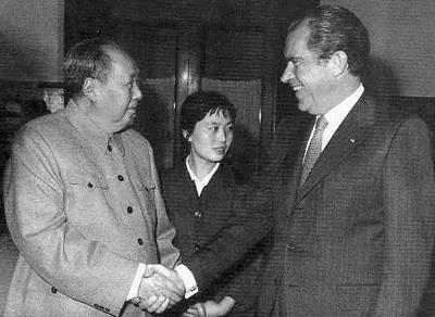 毛主席赠送尼克松的12字墨宝,或许是这个意思