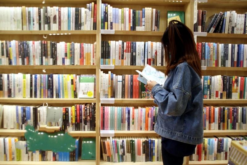 走进书店品书香 迎接世界读书日